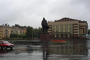 Памятник В.И.Ленину на центральной площади города