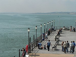English: Southend-on-Sea: pier lampposts A lin...