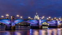 Southwark Bridge Mars 2014.jpg