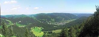 Menzenschwand - View from Spießhorn into the valley of the Menzenschwander Alb. Left the Hinterdorf; right: the Vorderdorf