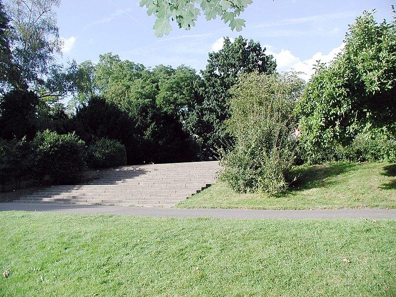 File:Stadtgarten-Köln-Mülheim-Aufgang-Freitreppe-0001.JPG