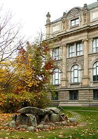 Steinkiste von Anderlingen Landesmuseum.jpg