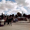 Straatgezicht voor de Sultan Selim moskee - Stichting Nationaal Museum van Wereldculturen - TM-20036613.jpg