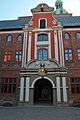 Stralsund, Ossenreyerstraße, Abzweig Ravensberger Straße, Rathaus (2012-04-06) 1, by Klugschnacker in Wikipedia.jpg