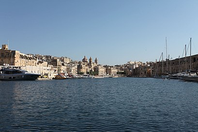 How to get to Cospicua with public transit - About the place