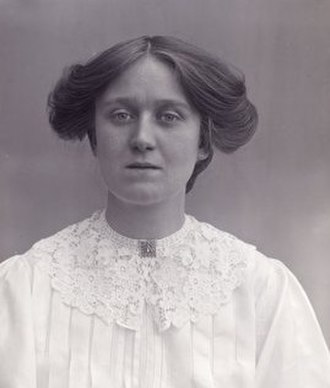 Laura Ainsworth - in 1911 - photo by Col Linley Blathwayt