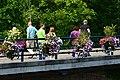 Sur le pont (9417583830).jpg