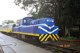 https://upload.wikimedia.org/wikipedia/commons/thumb/1/19/TRA_LDH101_at_Miaoli_Railway_Museum_20050226.jpg/320px-TRA_LDH101_at_Miaoli_Railway_Museum_20050226.jpg