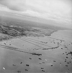 """Mulberry harbour - View of the Mulberry B harbour """"Port Winston"""" at Arromanches in September 1944"""