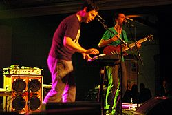 Martin Crandall och James Mercer under en spelning 2004.