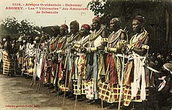 The célébration at Abomey(1908). - The veteran amazones( AHOSI ) of the Fon king Béhanzin, Son of Roi Gélé.jpg