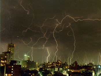 English: Severe storm in Sydney in 1991, pictu...