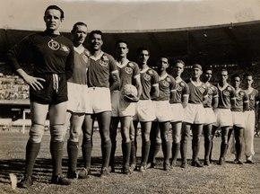 Equipe do Palmeiras perfilada antes da grande final contra a Juventus em  1951 12700799a5728