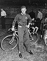 Tour de France. Ploeg in Olympisch Stadion. Nieuwe gezichten Henk Stevens en Ad, Bestanddeelnr 905-8085.jpg