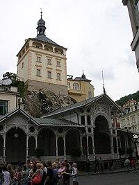 Tržní kolonáda a Zámecká věž.jpg