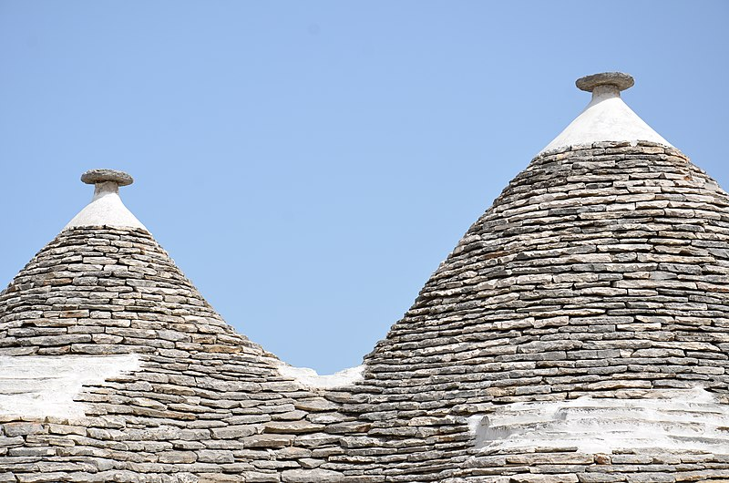 File:Trullis Zone, 70011 Alberobello Metropolitan City of Bari, Italy - panoramio.jpg