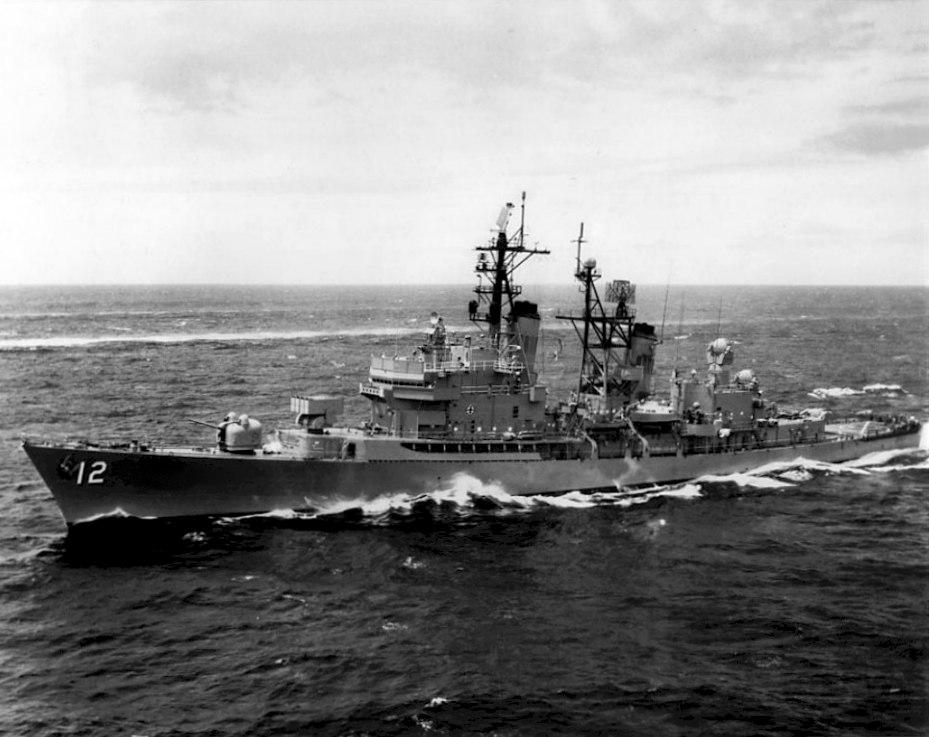 USS Dahlgren (DLG-12) underway off Oahu 1967