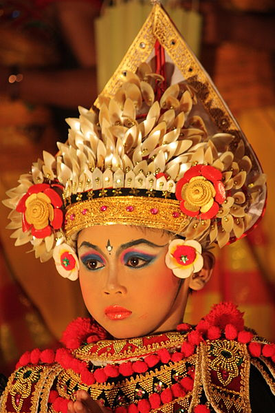 File:Ubud, Baris dancer (6831210164).jpg