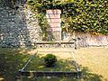 Una tomba - panoramio.jpg