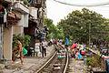 Une voie de chemin de fer dans la ville (Hanoï).jpg
