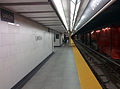 Union TTC subway station second platform 6.jpg