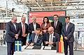 Unterzeichnung des Partnerlandvertrags 2019 mit Schweden durch Fredrik Fexe und Marc Siemering auf der Hannover Messe 2018 03.jpg
