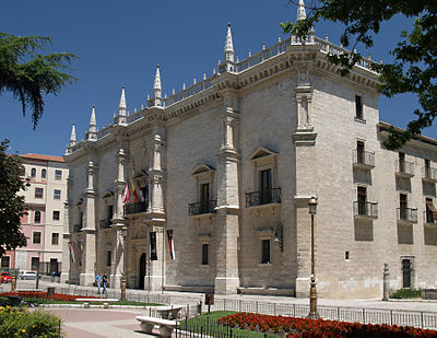 Palacio de Santa Cruz, this building currently houses two museums and also is the rectory headquarters of the University of Valladolid. Valladolid Santa Cruz 20080.jpg