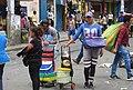 Venezolanos vendiendo arepa en Peru.jpg