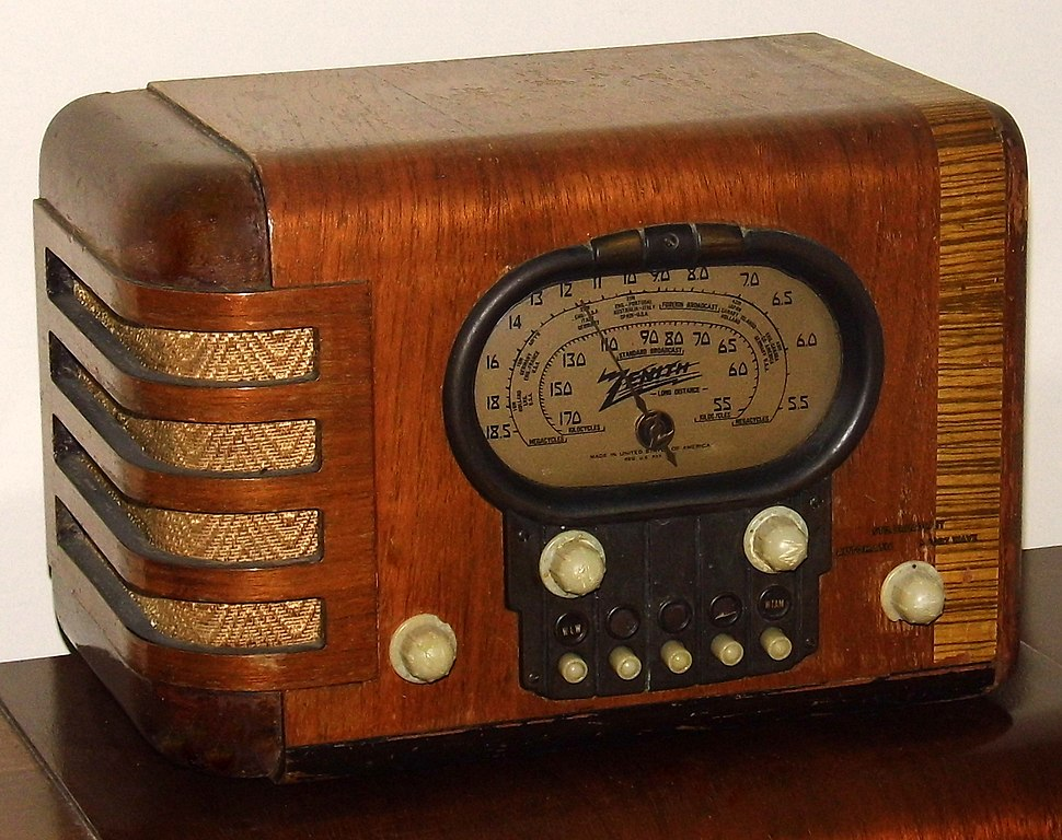 File Vintage Zenith Wood Table Radio With Push Buttons