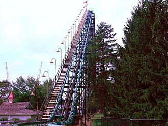 Viper (Darien Lake) - The Viper's 121-foot lift hill