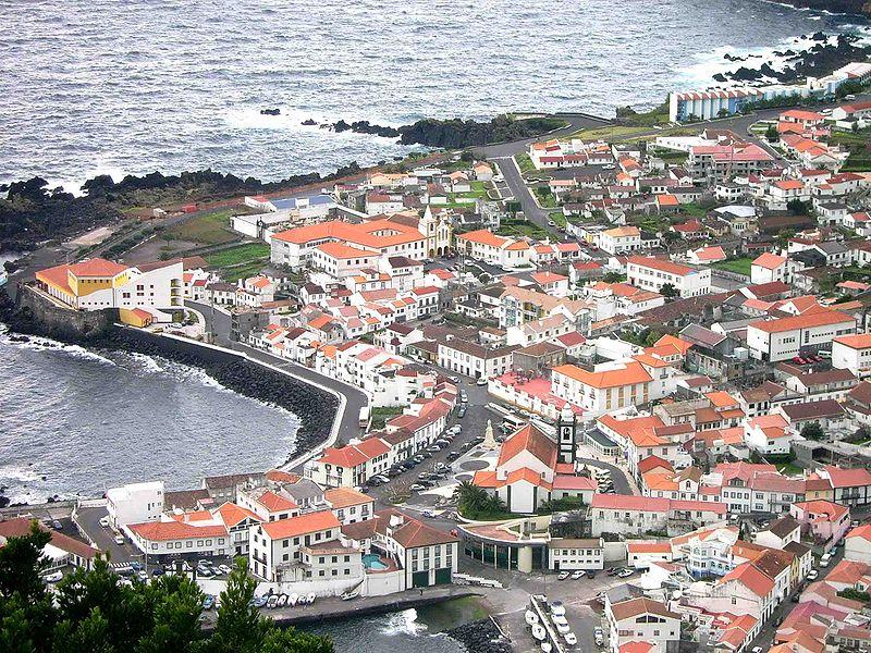 Ficheiro:Vista parcial das Velas, ilha de São Jorge, Açores, Portugal.jpg