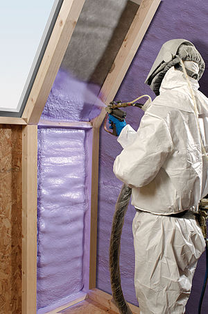 Spray foam - Walltite insulation foam being sprayed