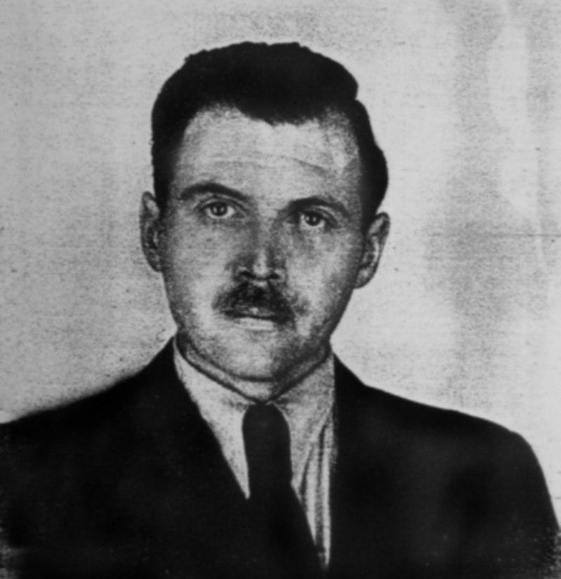 Photographie d'identité de Mengele prise en 1956.