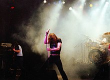 Gli Whitesnake in concerto all'Hammersmith Odeon nel 1981