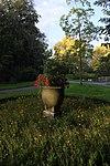 foto van Wilhelminapark, vaas