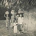 Women going to place offerings, Karya Pudja Pancha Wali Krama 1960, p6.jpg
