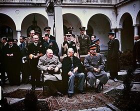 Les dirigeants alliés à la conférence. De gauche à droite: Churchill, Roosevelt et Staline.