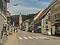 Zell im Wiesental, straatzicht met katholische Stadtpfarrkirche foto3 2013-07-26 13.00.jpg