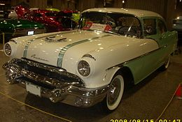 Una Pontiac Chieftain del 1956