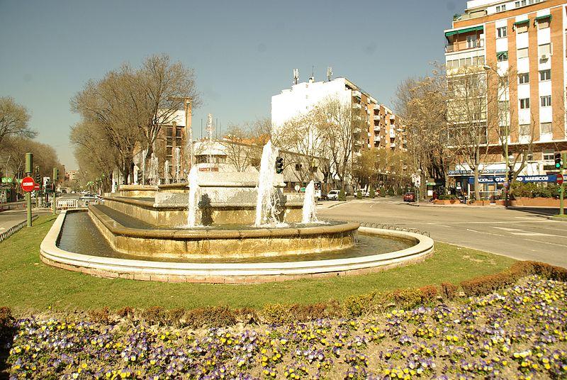 File:® MADRID F.O.U. PLAZA FRENTE JUNTA MUNICIPAL ARGANZUELA - panoramio (3).jpg
