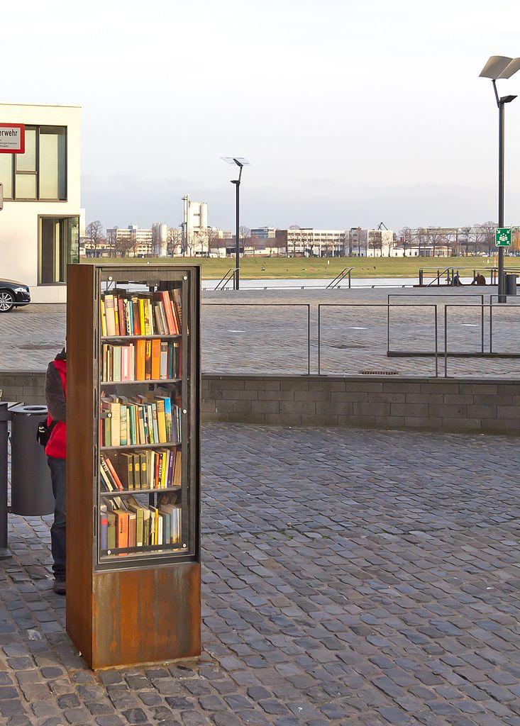 Datei:Öffentlicher Bücherschrank im Rheinauhafen Köln-3030.jpg ...