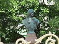 Бюст Петра 1 у домика Петра.JPG
