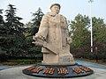 南京绿博园石油园王铁人石雕像 - panoramio.jpg