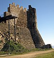 008 Castell de Montsoriu, mur i torre sud-oest.jpg