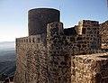 037 Castell de Montsoriu, muralla del recinte sobirà, torre mestra.jpg