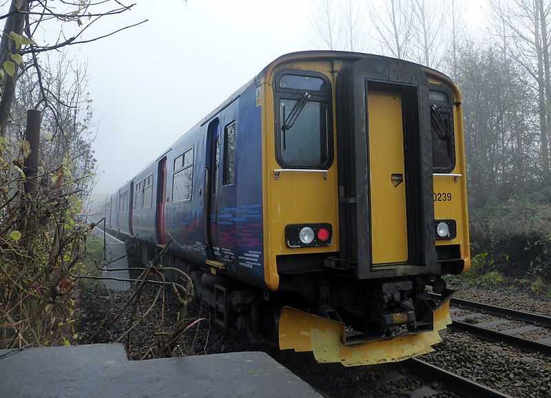 File:150239 Bristol Parkway to Portsmouth Harbour 1F09 at Bradford-on-Avon (15295768044).jpg