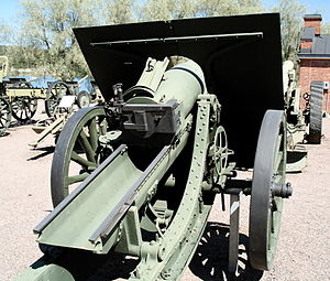 152 mm howitzer M1909/30 - M1909/30, rear view.