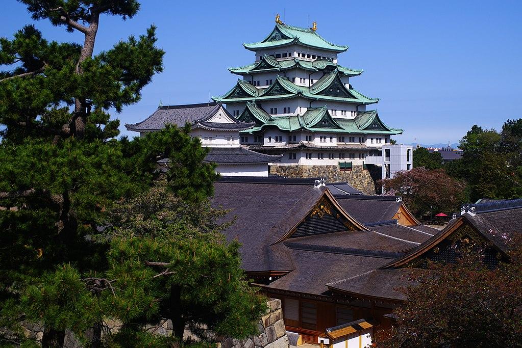 180405 Tenshu and Honmaru Goten of Nagoya castle 2.jpg