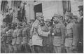 1917 - Generalul Prezan întâmpină voluntarii ardeleni - gara Iaşi.PNG
