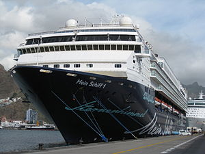 2010-12-16 Spain Tenerife SantaCruz Cruise Liner MeinSchiff1.JPG